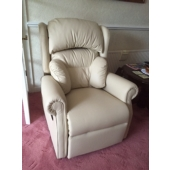 M/M Reading from Mansfield - New Nottingham recliner in cream leather